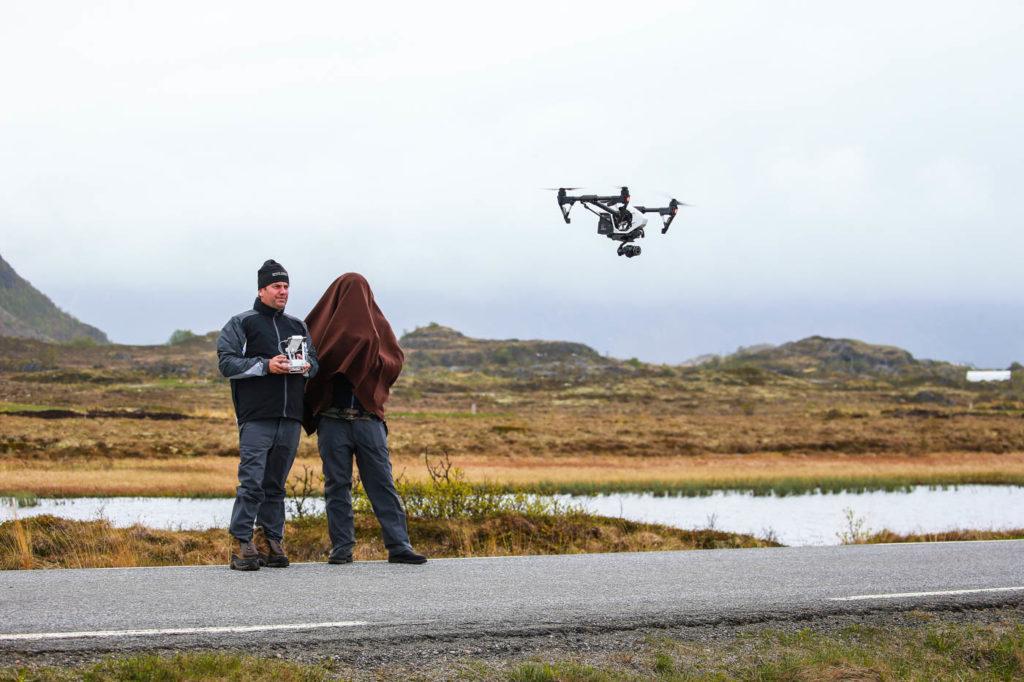 Drönarinspelning på Lofoten Links med Mattias Brännholm och Roy Rossovich.