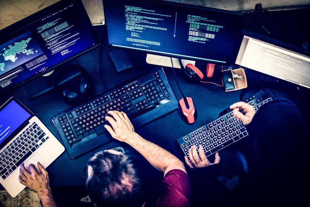 Att ranka högt på Google kräver många timmars arbete framför en dator.