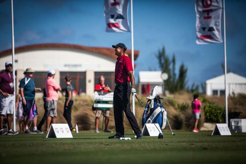 En avspänd Tiger Woods värmer upp inför sista rundan på Hero World Challenge 2018 på Bahamas