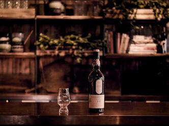 Whiskyprovning på Brygghuset i Fiskebäckskil erbjuder över 1500 flaskor med whisky. En reklamfilm inspelad av Mattias Brännholm.